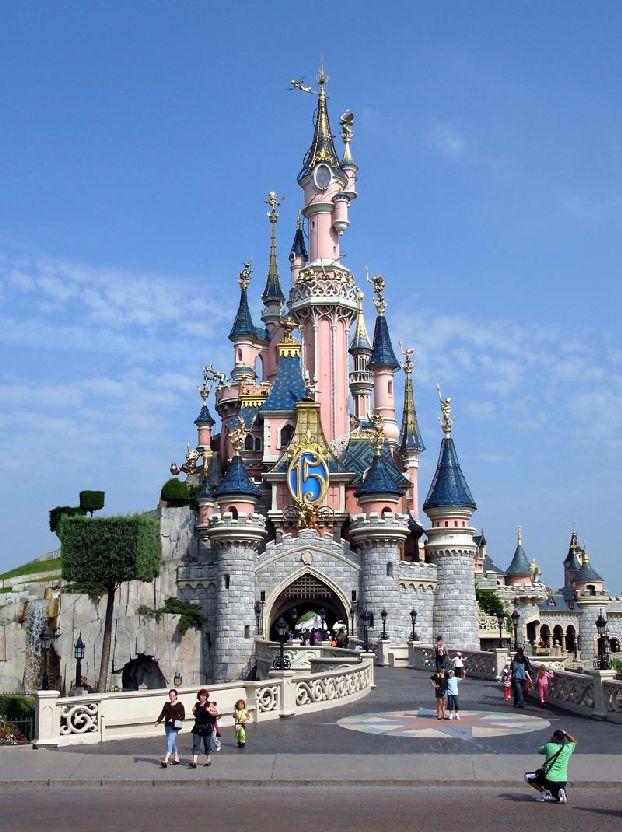 Символ fantasyland большой розовый замок