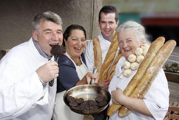 На кулинарном фестивале в Париже происходит плотное знакомство участников с национальными французскими блюдами разных регионов страны