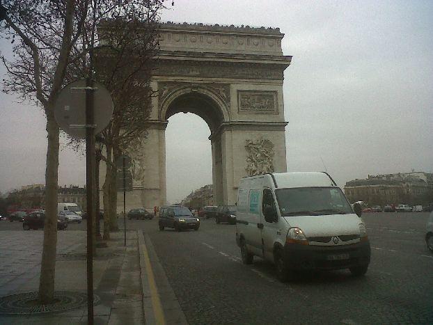 Париж в феврале видит мало солнечного света