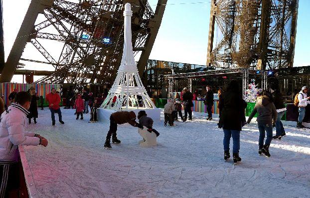 Каток в Париже есть даже на Эйфелевой башне