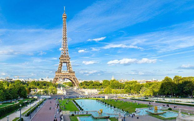 Лето в Париже - пик туристического сезона