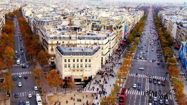 В ноябре все улицы Париже одеваются в золотистые наряды