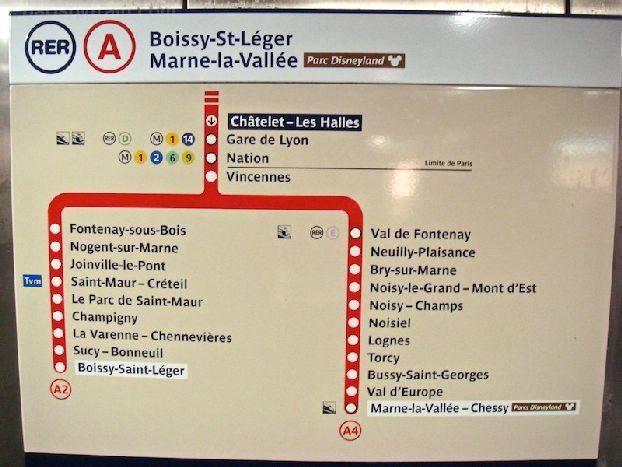 Панель с остановками на станции Chatelet Les Halles