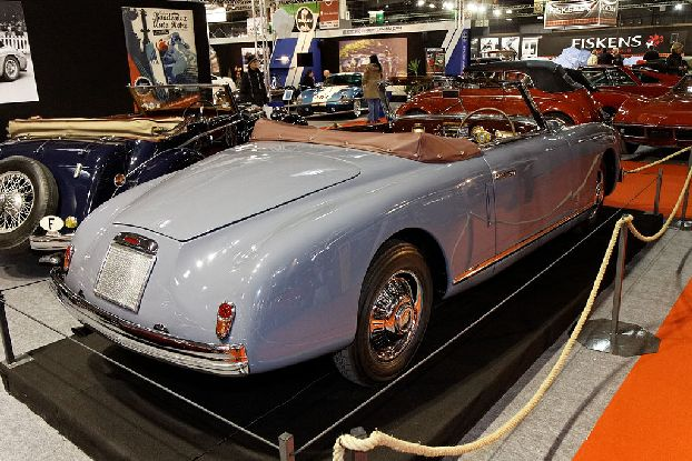 Парижская выставка эксклюзивных ретро машин