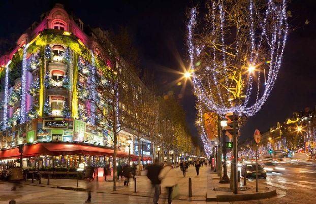 Витрины магазинов декабрьскими деньками в Париже претендуют на звание шедевров