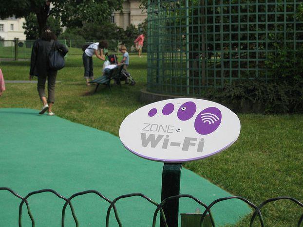 Так выглядят места бесплатного доступа к сети Wi-Fi во Франции