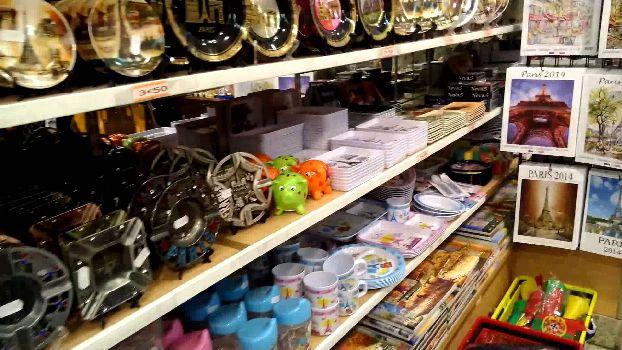 Из предметов искусства можно купить разного рода керамику, а также настоящие картины, вроде пастели и акварели