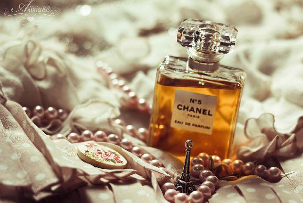 Покупая духи непосредственно в парижском парфюмерном доме Вы можете быть уверенными в том, что покупаете уникальный аромат, а духи не дешевая подделка!