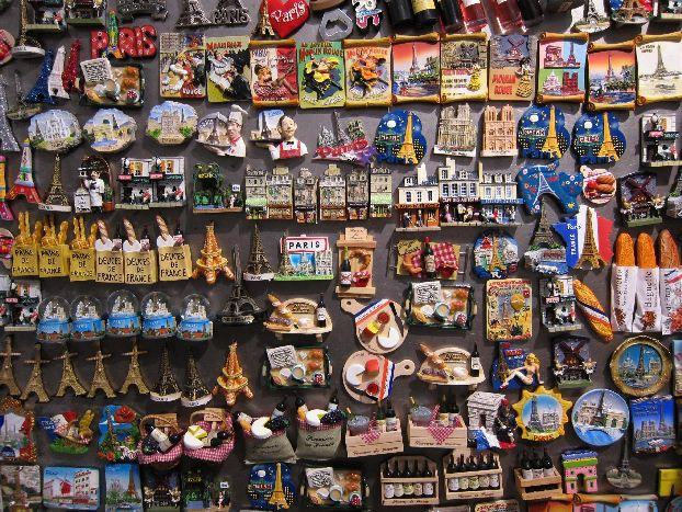 Цены на магнитики в Париже начинаются от 1.50 евро за штучку