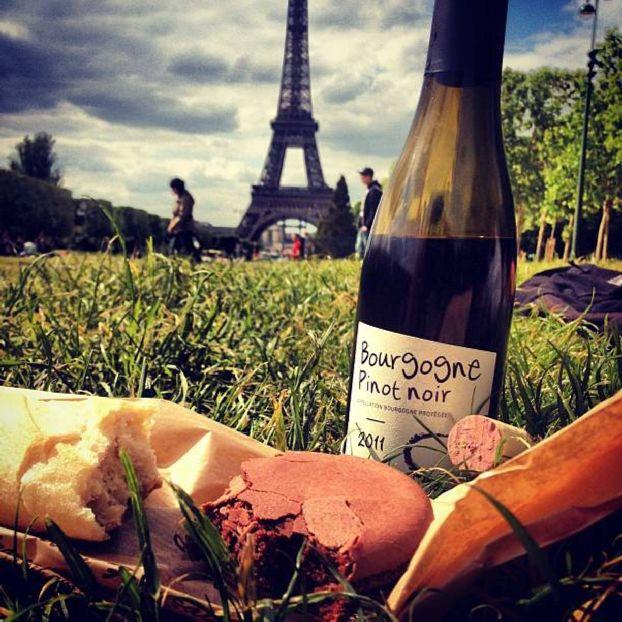 Вино из Парижа - хорошая память о поездке в город любви.. правда не долгая ))