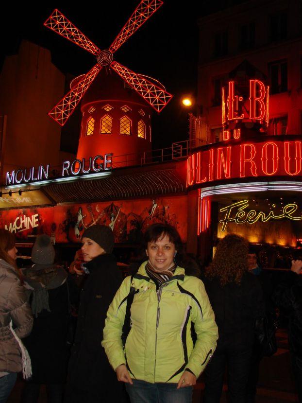 Мулен Руж - на любителя.. многие считают, что билеты слишком дорогие (около 100 евро), а шоу достаточно посредственное
