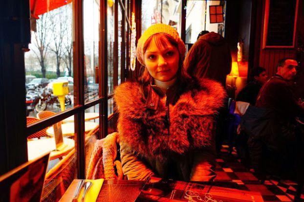 После длительных прогулок по Парижу приятно отдохнуть в одном из уютных кафе и перекусить