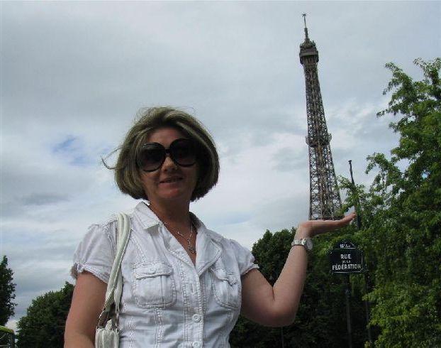 Если у Вас не будете фотографии с Эйфелевой башней, то Вам просто напросто никто не поверит, что Вы были в Париже! )