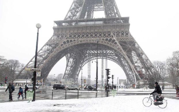 Ох, какая непростая задача посмотреть Париж за один день! Может стоит взять такси, или велосипед, чтоб все успеть? ))