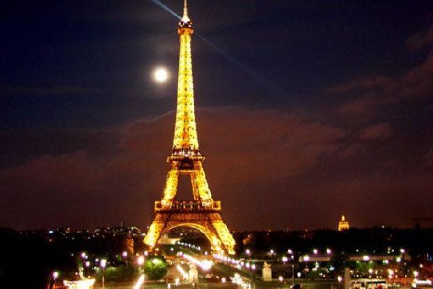 Ну вот, пришло время прощаться с Парижем, а жаль.. да и Эйфелева башня всего за один день стала такой родной! ))