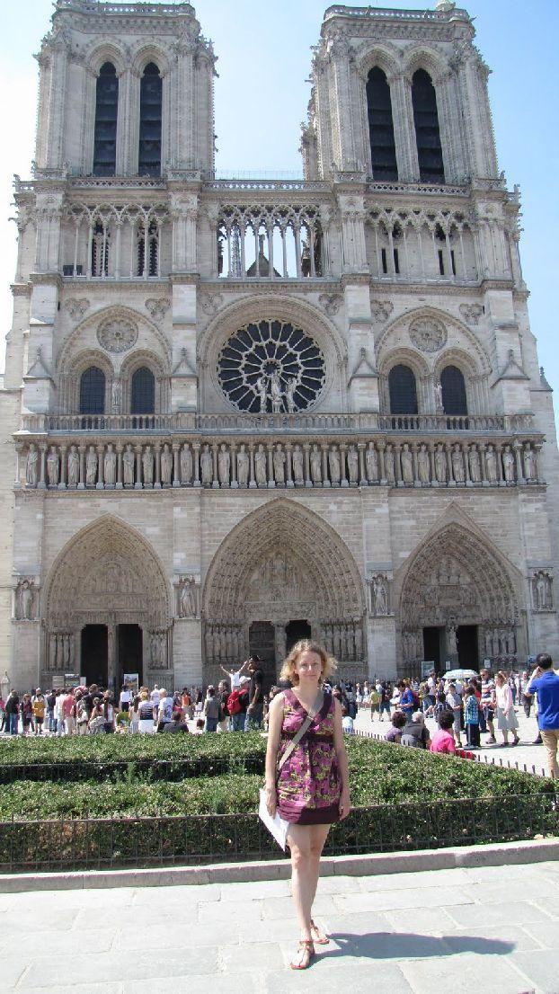 Еще одна знаковая достопримечательность - Собор Парижской богоматери